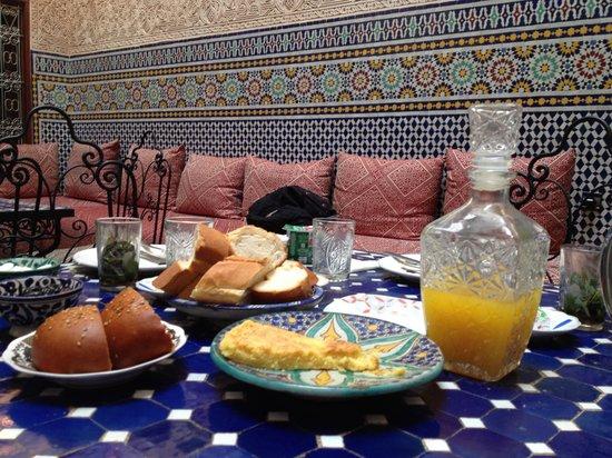 Riad Fes Aicha : Een gedeelte van ons ontbijt