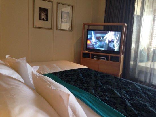 InterContinental Hua Hin Resort: TV view from bed
