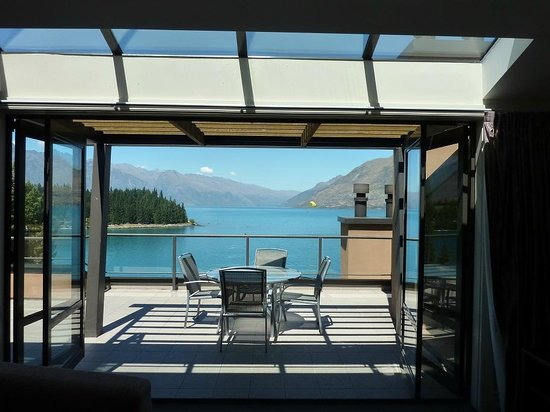 Peppers Beacon Queenstown : View onto the balcony