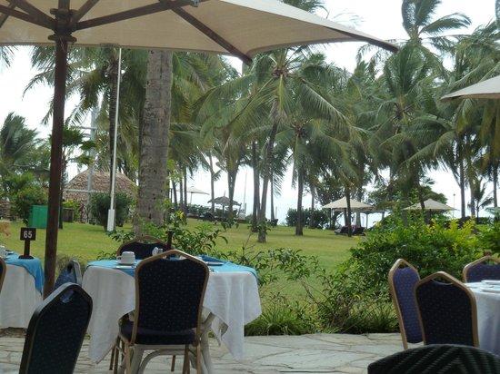 Voyager Beach Resort: Breakfast area