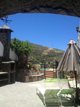 Casa-Cueva El Mimo : Terraza con barbacoa, fregader, ducha exterior y hamacas