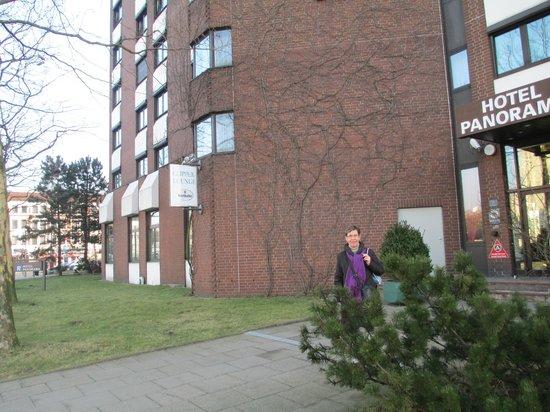 Hotel Panorama Hamburg-Billstedt: Foran indgangen