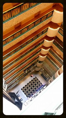 Stamford Plaza Melbourne : Looking down to the atrium from our front door.