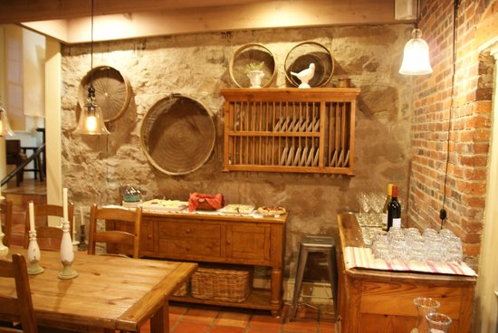 Maison Fleurie - A Four Sisters Inn : The lounge/breakfast area