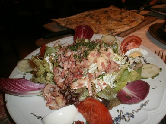 Gurtlerhoft: Salad with bacon and Alsatian Tome cheese