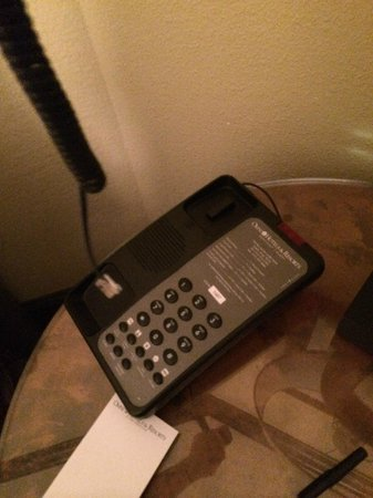 Omni Austin Hotel Downtown: Broken phone used to call front desk 4 times in which I could hear them, but they couldn't hear