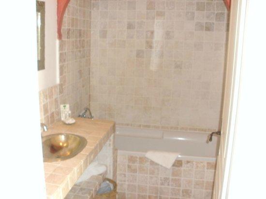 Le Ryad Boutique Hôtel : salle de bains