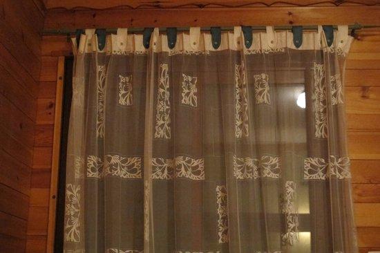Hotel l'Aigliere : Rideau vieillot