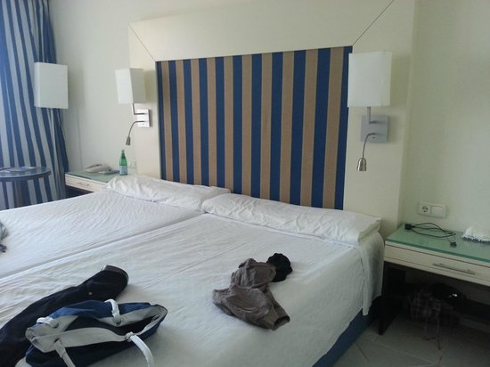 H10 Tindaya Hotel : letto enorme