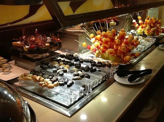 Majestic Colonial Punta Cana : Buffet du lounge privé
