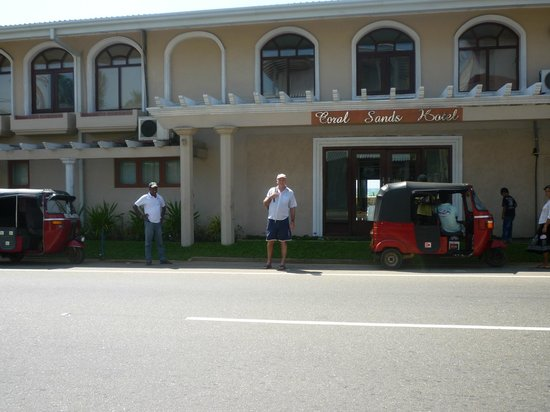 Coral Sands Hotel: street view