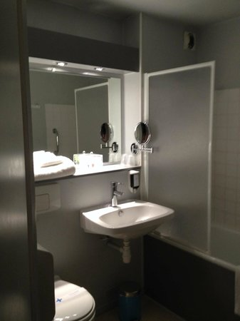 Inter Hotel Lyon Nord : bagno