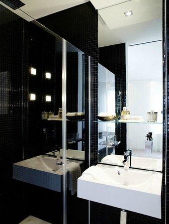 VISIONAPARTMENTS Zurich Cramerstrasse: the bathroom