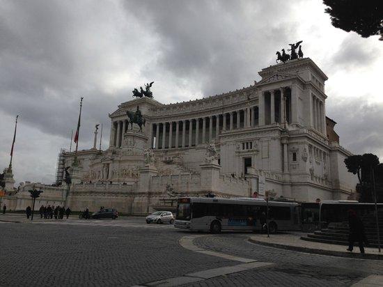 Piazza Venezia : Side view