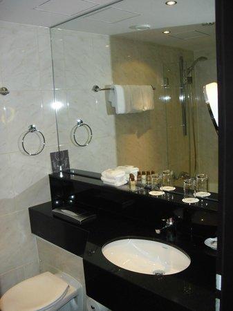 Sheraton Muenchen Arabellapark Hotel: Bathroom