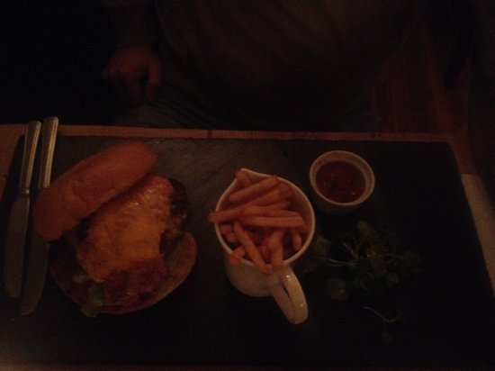 Symphony Restaurant Bar & Grill sandbach: Steak & Cheese Burger