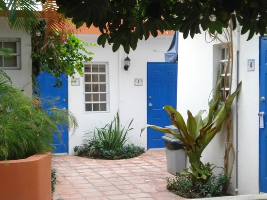 Tres Palmas Inn: Room