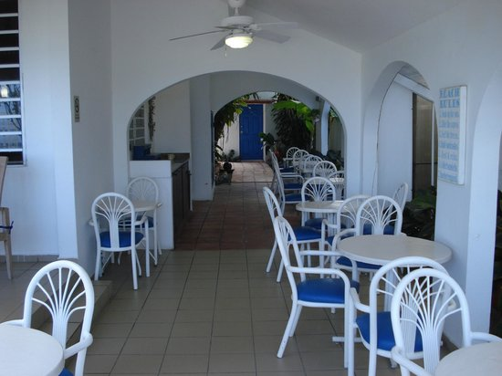 Tres Palmas Inn: Dining