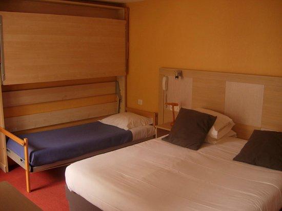 Hotel Le Patio: Chambre triple sur patio 11