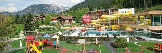 Kinderhotel Buchau: Hotelgelände Sommer