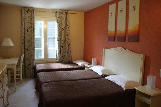 Hotel Restaurant Le Napoleon: Chambre triple