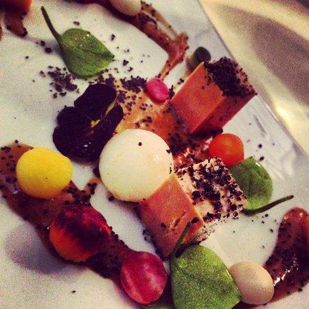 Les Magnolias : Foie gras de canard confit au sel fumé et ses jeunes légumes croquants au tamarin acidulé