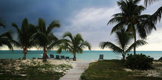 Cape Santa Maria Beach Resort & Villas : Пляж. Вид из номера.