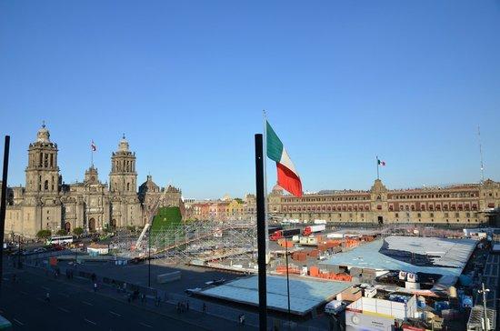 Gran Hotel Ciudad de Mexico: Vue sur le Zocalo de la suite 302