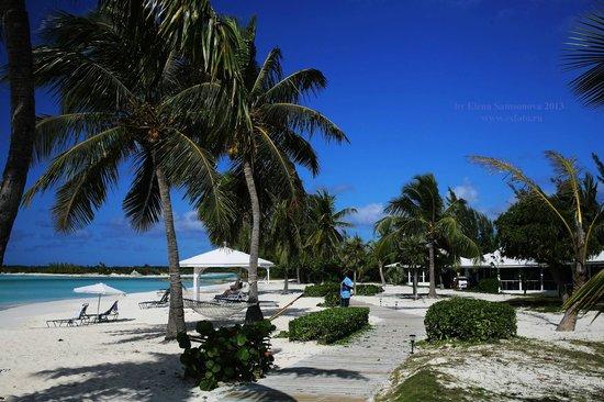 Cape Santa Maria Beach Resort & Villas : Пляж и Бунгало