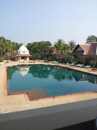 Raffles Grand Hotel d'Angkor : An enormous pool