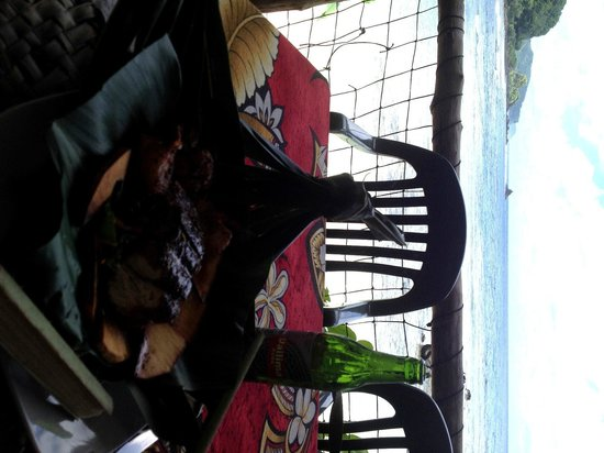 Tisa's Barefoot Bar : Wahoo, prawns, Vailima and the Pacific Ocean