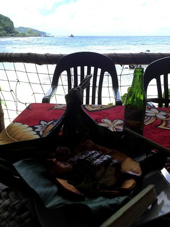 Tisa's Barefoot Bar: Wahoo, prawns, Vailima and the Pacific Ocean