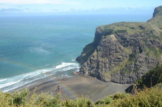 Lone Kauri Lodge: Ahu Ahu Point above Mercer Bay