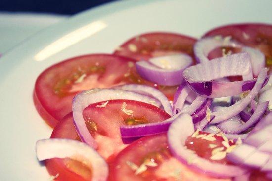 Il Vesuvio: salada pomodoroe cipolla