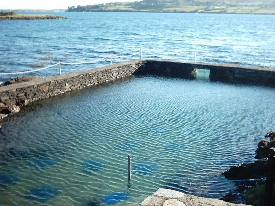Waters Edge Accommodation: Ocean swimming pool