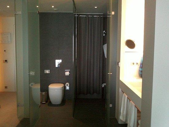 W Barcelona: Bath and shower room
