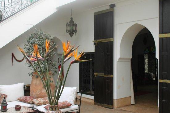Riad Karmela: Spacious relaxing courtyard