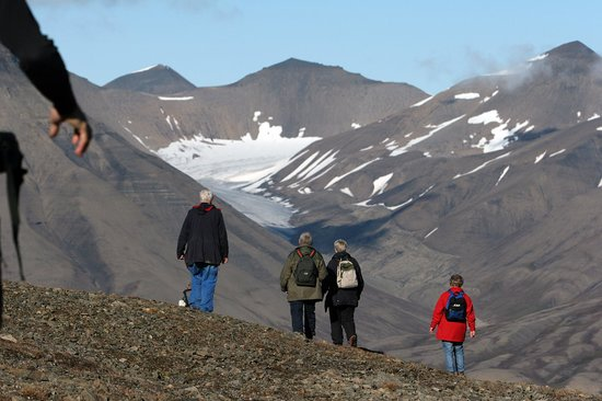 Svalbard Villmarkssenter - Day Tours: Hike in beautifull nature- Photo: Tommy Simonsen