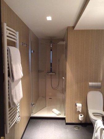 Hotel One Shot Luchana 22: bathroom room 402