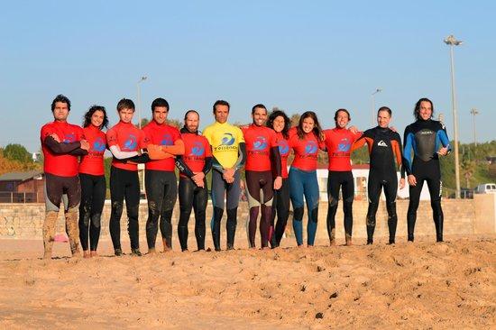 7 Essencia Surf & Bodyboard School : Surfers at Carcavelos beach