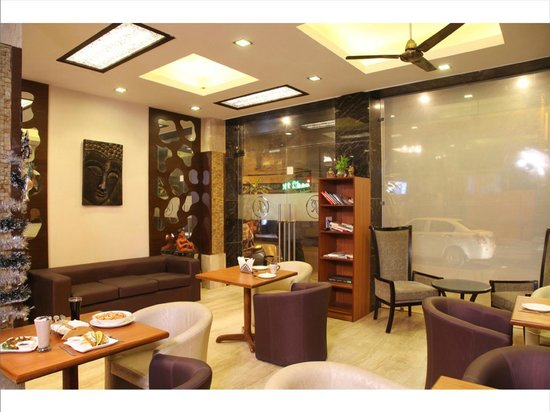 Hotel Rupam: Cafe Lounge