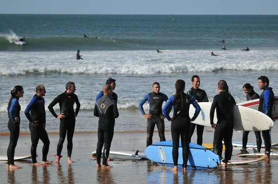 7 Essencia Surf & Bodyboard School: Surf lesson at Carcavelos beach