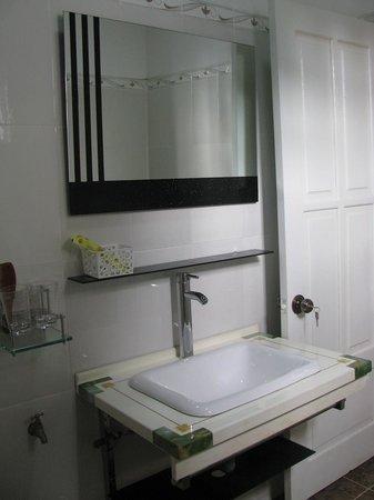 Dalat Garden Homestay: bathroom