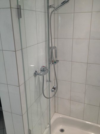 Victoria Jungfrau Grand Hotel & Spa: shower and the worn off tiles