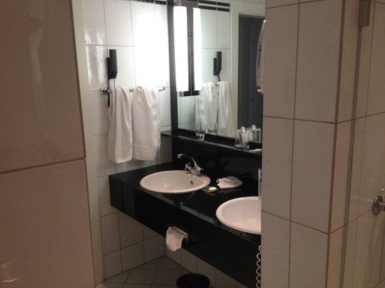Victoria Jungfrau Grand Hotel & Spa : large bathroom