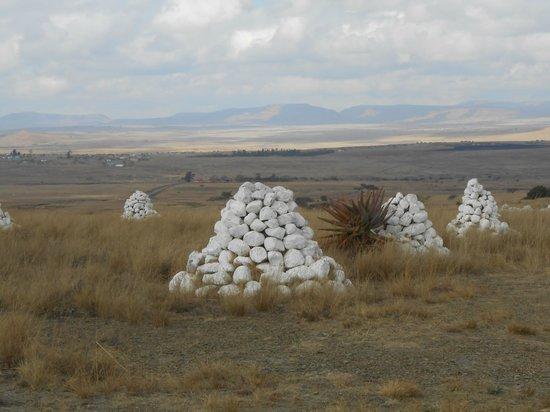 Rorke's Drift Hotel: British mass-graves at Isandlwana
