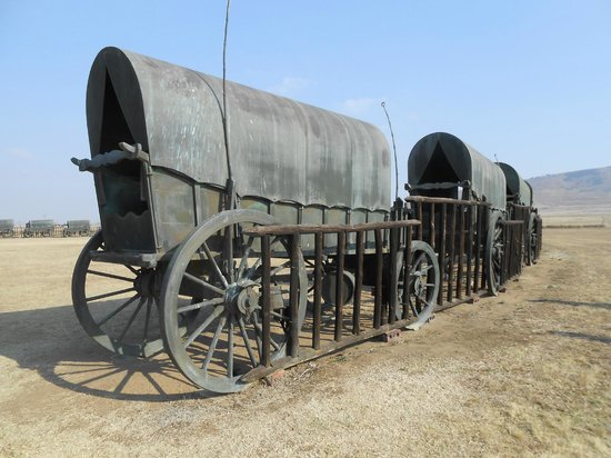 Rorke's Drift Hotel: Commemorative (bronze) wagons chained & gated together to reproduce the Voortrekker laager.