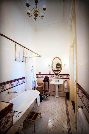 Dalat Palace Heritage Hotel: Bathroom