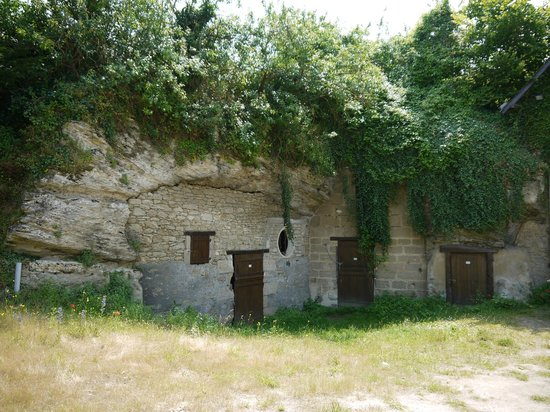 Musee Paysan du Village Troglodyte de Rochemenier : Пещеры троглодитов