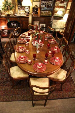 The Antiques Warehouse: Victorian wind-out dining table